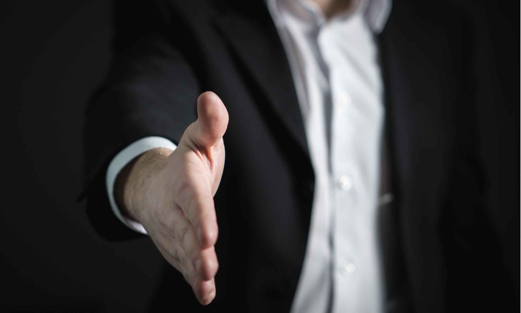 良いリフォーム会社と握手