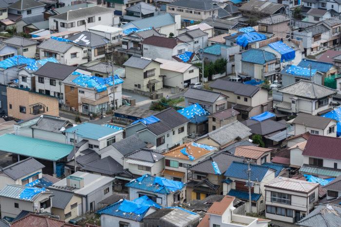 屋根の台風被害(ポリフォーム日本代理店会)